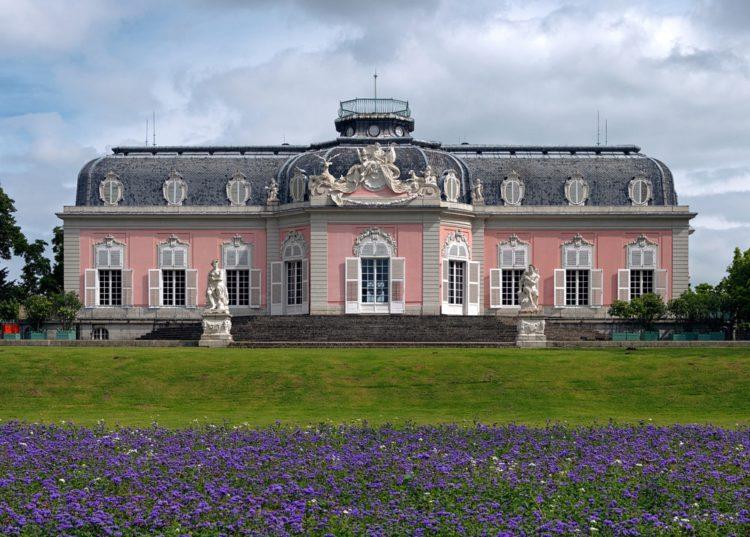 Benrath Palace - Sightseeing in Dusseldorf
