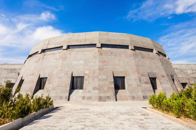 Достопримечательности Армении - Циценрнакаберд, музей геноцида армян