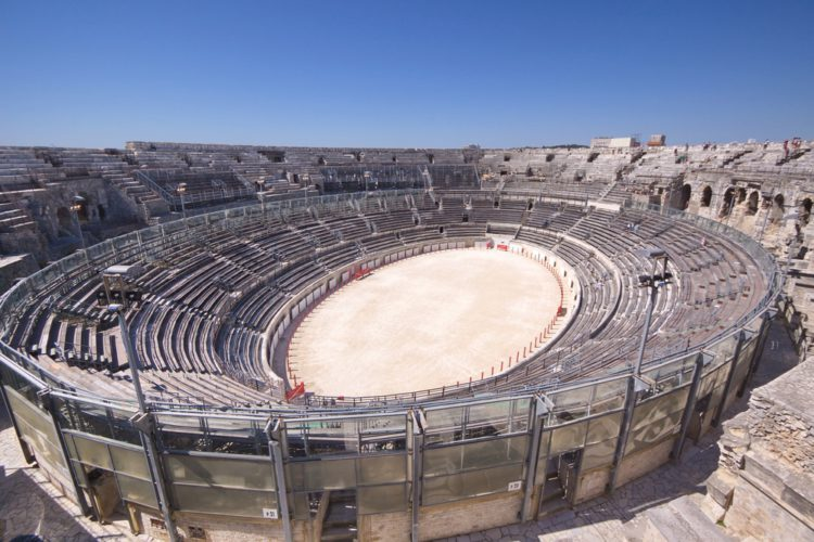 Что посмотреть во Франции - Амфитеатр в Ниме