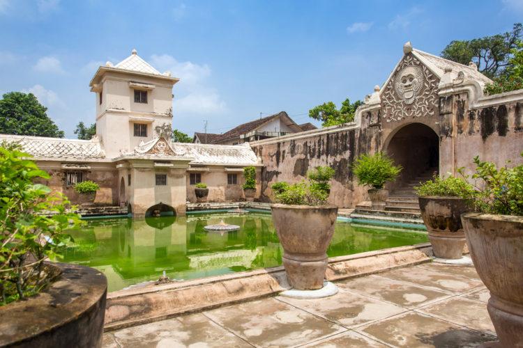 Достопримечательности Индонезии - Водный замок Таман Сари
