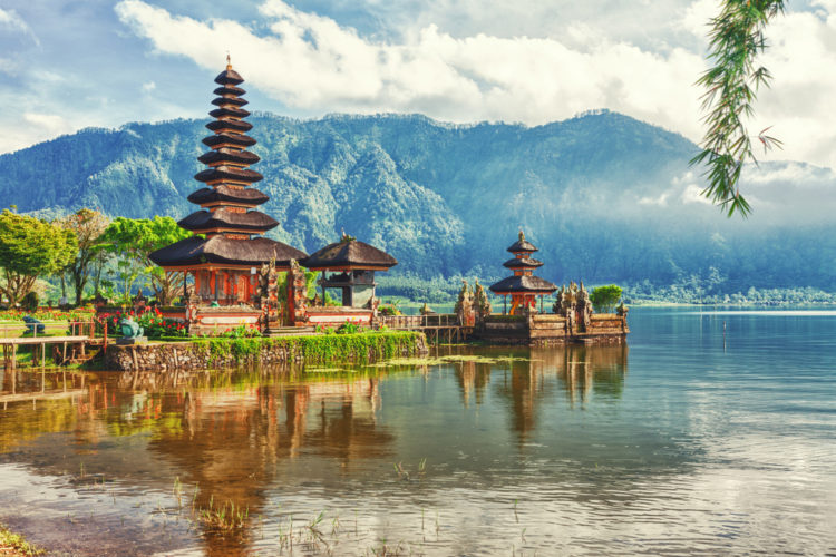 Достопримечательности Индонезии - Озеро Братан