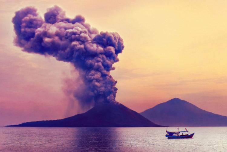 Достопримечательности Индонезии - Вулкан Кракатау