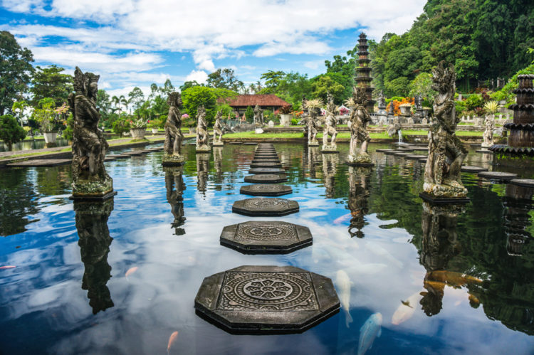 Достопримечательности Индонезии - Водный дворец Тиртаганга
