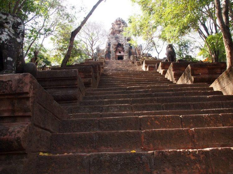 Храм Ват Банан в Баттамбанге - достопримечательности Камбоджи