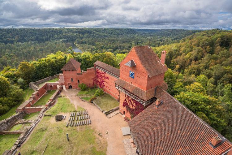 Турайдский замок - достопримечательности Латвии