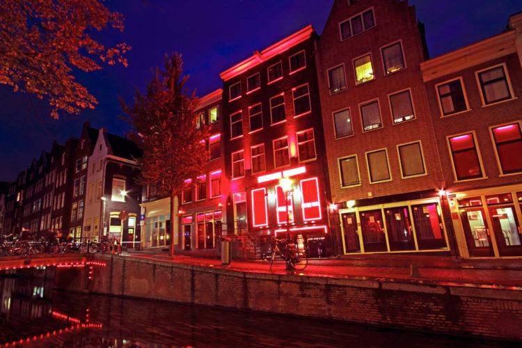 """Квартал """"Красных фонарей"""" - достопримечательности Нидерландов"""