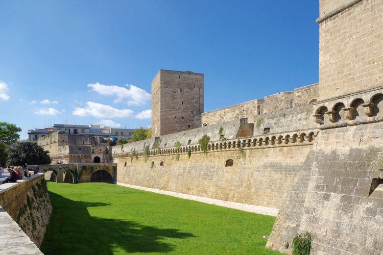 Замок Кастелло Свево в Бари