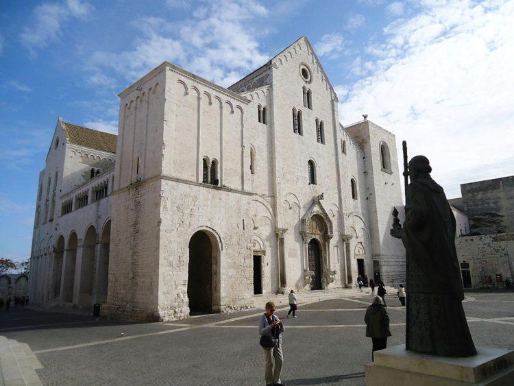 Католическая Базилика Святого Николая в Бари