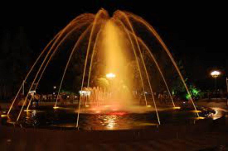 Достопримечательности Батуми - Танцующие фонтаны - ночное шоу в Батуми
