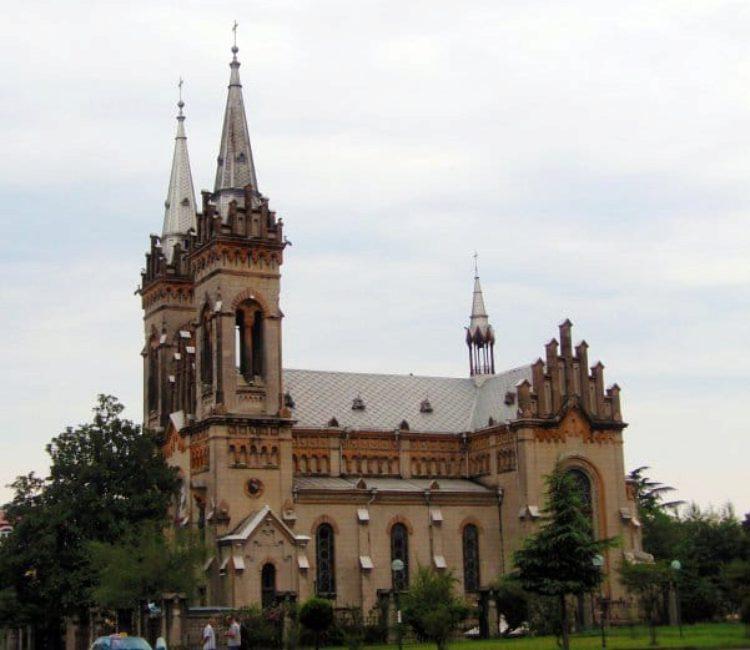 Достопримечательности Батуми - Кафедральный собор Пресвятой Богородицы в Батуми
