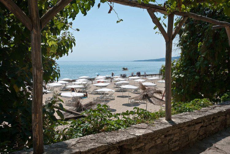 Уютный пляж в Балчике, Болгария