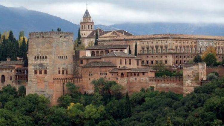 Дворец Карл V Альгамбра - достопримечательности Андалусии, Гранада, Испания