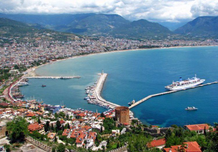 Панорама города Аланья в Турции