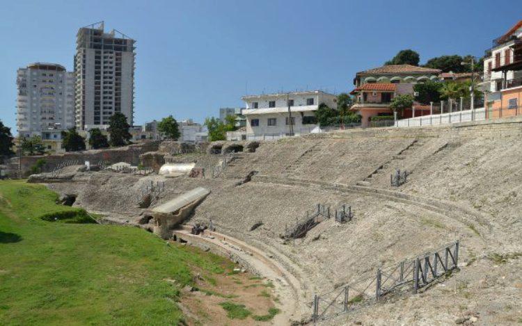 Амфитеатр в Дурресе - достопримечательность Албании