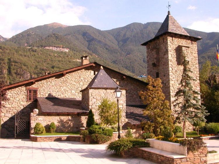 Каса-де-ла-Валь или «Дом Долин» - старинный замок в Андорре-ла-Велья