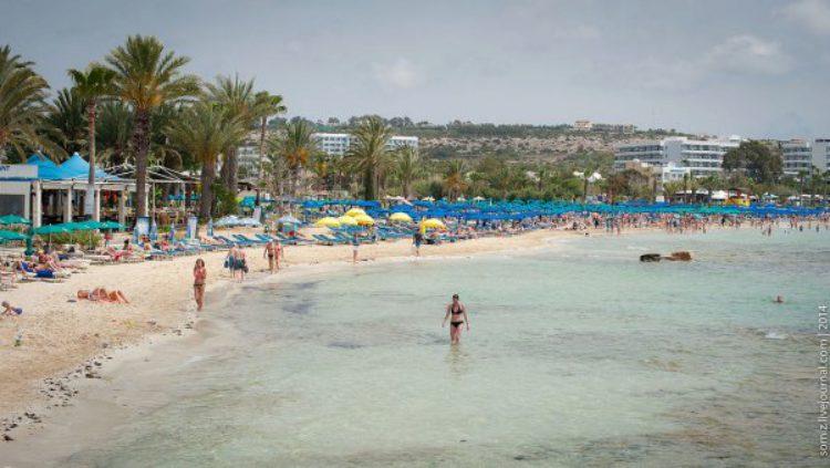 Отдых на пляже в Айя-Напе на Кипре