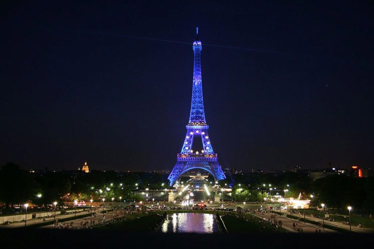 Эйфелева башня в цвете Евросоюза