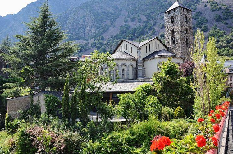 Церковь Сан-Эстве на Андорра-ла-Велья в княжестве Андорра