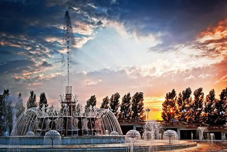 Достопримечательности Алма-Аты - фонтан в Парке Первого Президента