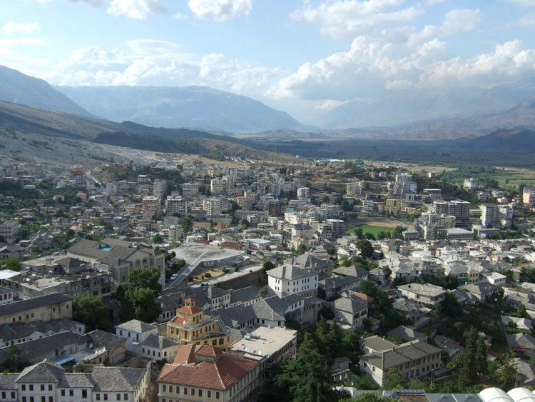 Панорама города Гирокастра - достопримечательность Албании