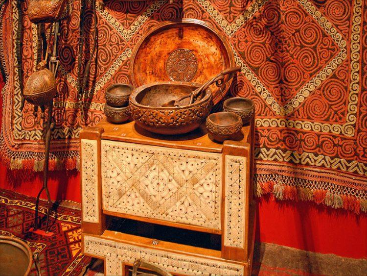 Предметы быта - экспонаты музея в Алма-Ате в Казахстане
