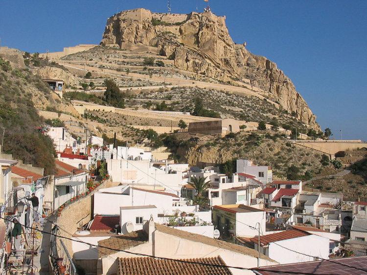 Крепость Санта-Барбара в Аликанте в Испании