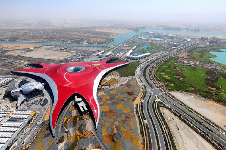 Парк развлечений Феррари-парк в Абу-Даби в ОАЭ