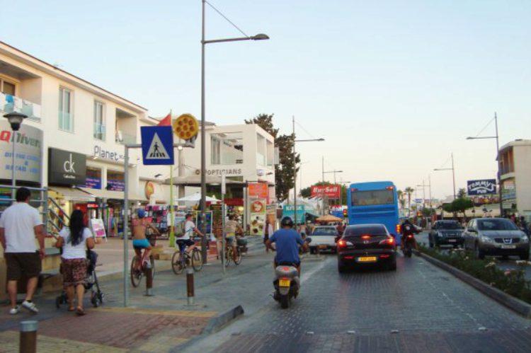 Улица города Айя-Напа на Кипре