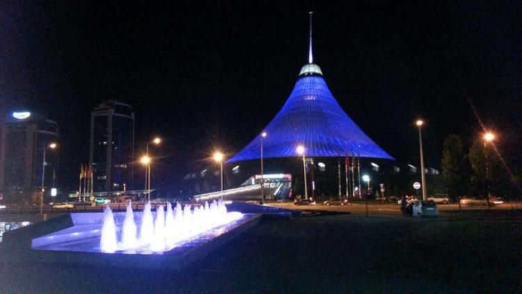 Подсветка Хан Шатыра в Астане, в Казахстане