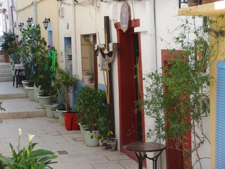 Район Санта-Крус - историческая часть ХIII века в Аликанте в Италии
