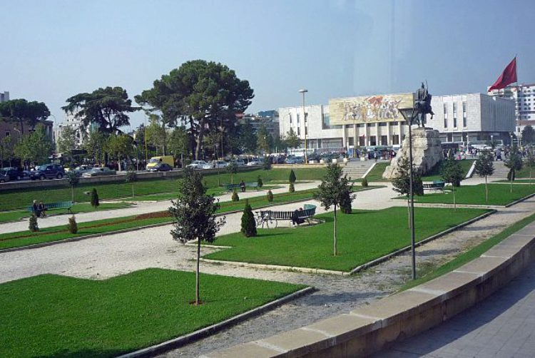 Площадь Скандербег в Тиране в Албании