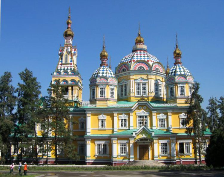 Русский православный Свято-Вознесенский собор в Алма-Ате в Казахстане