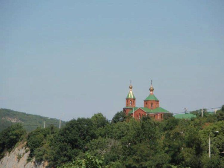 Церковь Блаженной Ксении Петербургской на берегу озера Абрау в п. Абрау-Дюрсо