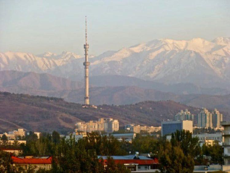 Телебашня Кок-Тобе в Алма-Ате в Казахстане