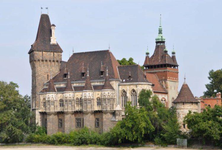 Замок Вайдахуньяд в Будапеште - достопримечательности Будапешта, Венгрия