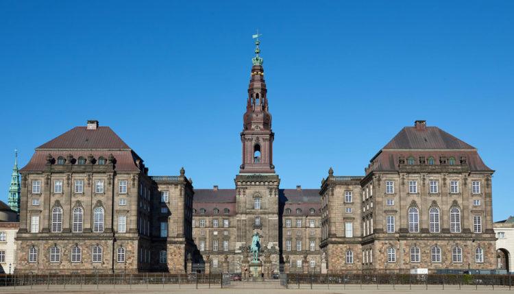 Дворец Кристиансборг в Копенгагене - достопримечательности Копенгагена, Дания