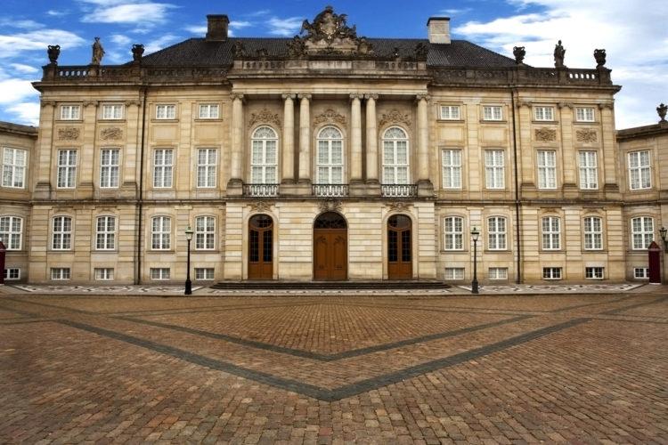 Дворец Амалиенборг в Копенгагене - достопримечательности Копенгагена, Дания
