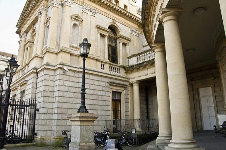 Национальный музей Ирландии - археология в Дублине - достопримечательности Дублина, Ирландия