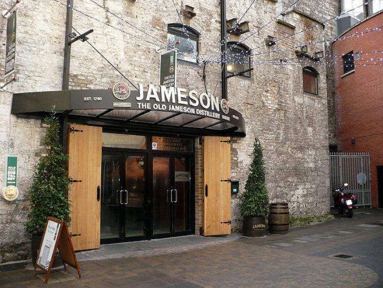 """Ликеро-водочный завод Jameson виски ( """"Old Jameson Distillery"""") в Дублине - достопримечательности Дублина, Ирландия"""