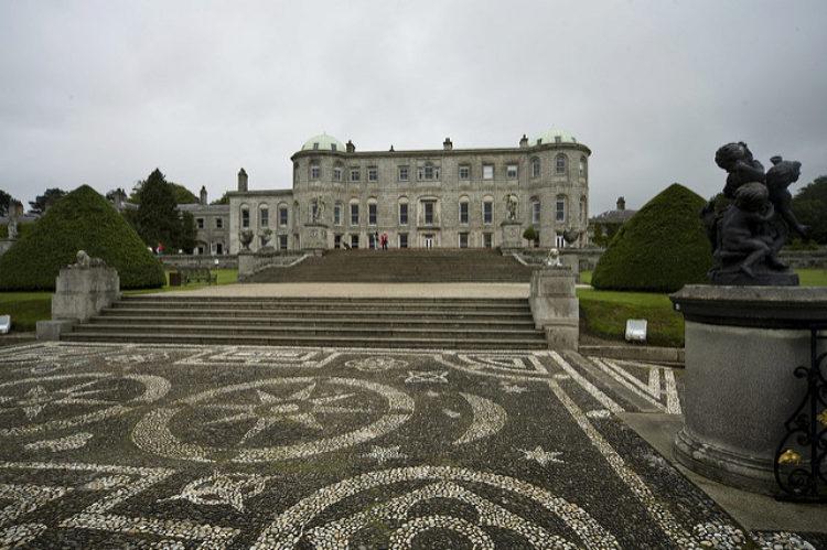 Поместье Пауэрскорт (Powerscourt Estate) к югу от Дублина - достопримечательности Дублина, Ирландия