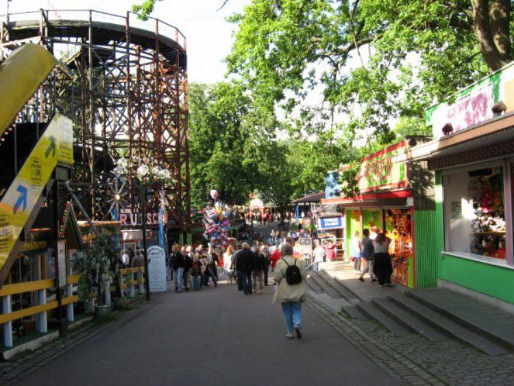 Парк развлечений Дирехавсбаккен в Копенгагене - достопримечательности Копенгагена, Дания