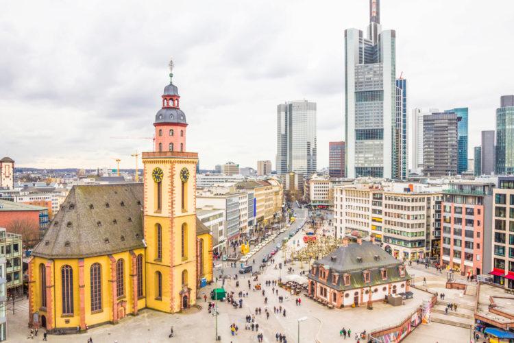 Здание Hauptwache в центре Франкфурта - достопримечательности Франкфурта, Германия