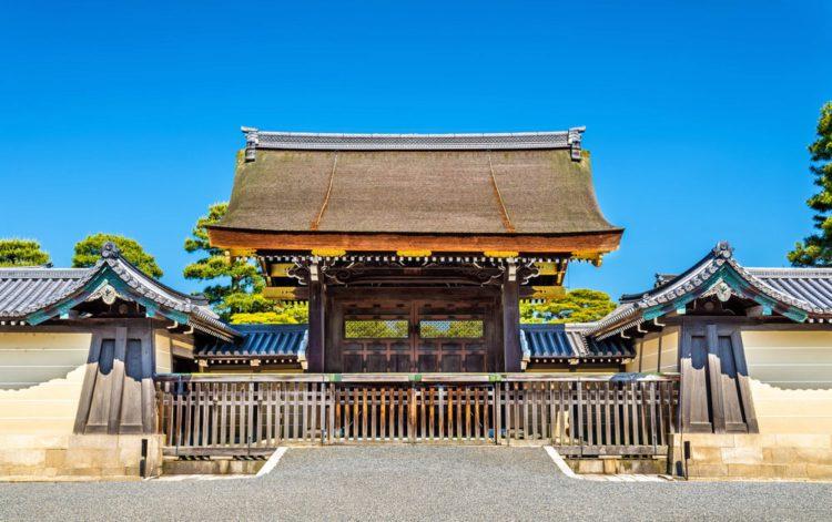 Ворота Императорского дворца Киото-гошо - достопримечательности Киото, Япония