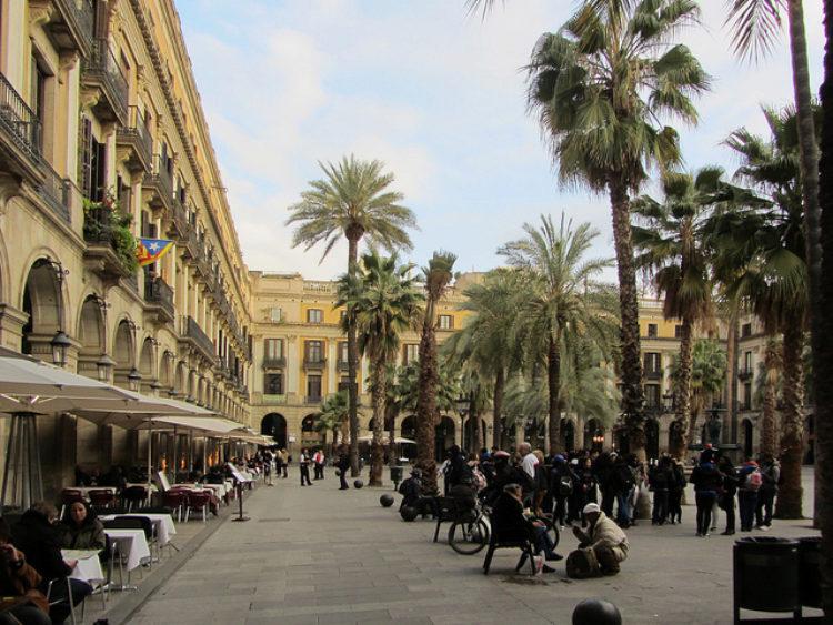 Королевская площадь в Барселоне - достопримечательности Барселоны