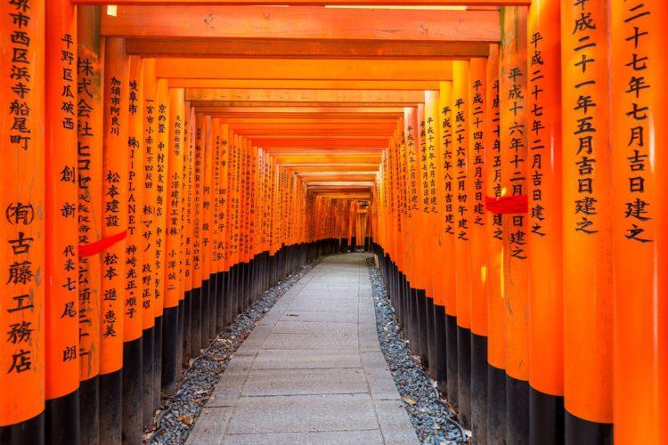 Святилище Фушими Инари - достопримечательности Киото, Япония