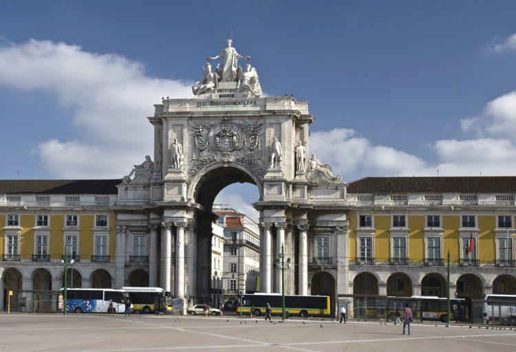 Триумфальная Арка на руа Аугушта - Что посмотреть в Лиссабоне