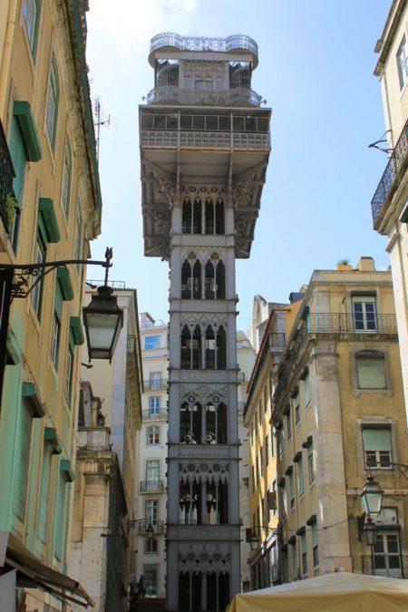 Элевадор-ду-Карму — лифтовый подъёмник в Лиссабоне - достопримечательности Лиссабона, Португалия