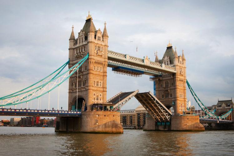 Лондонский Тауэрский мост - достопримечательности Лондона, Англия, Великобритания