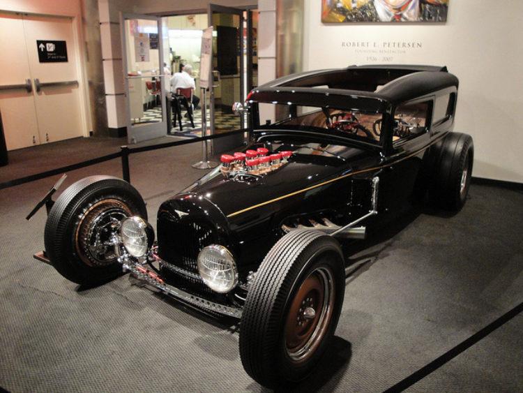 Автомобильный музей Петерсена (Petersen Automotive Museum) - достопримечательности Лос-Анджелеса, Калифорния, США