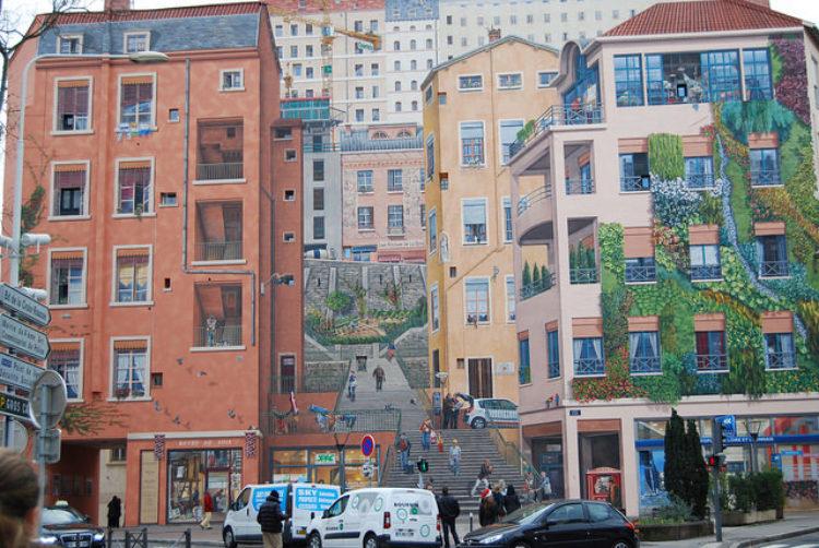 «Стена лионских ткачей» (Mur des Canuts) в Лионе - достопримечательности Лиона, Франция